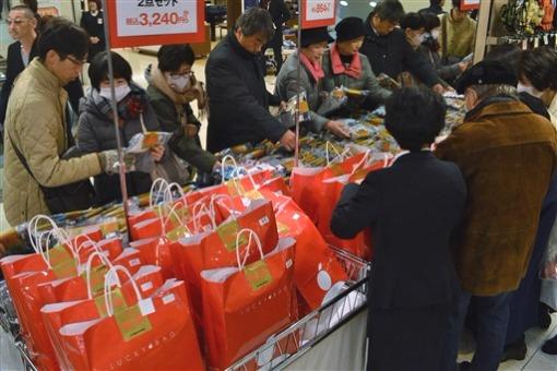 Fukubukuro selling in Japan