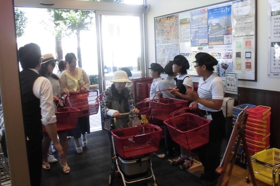 Japanese wheeling supermarket carts